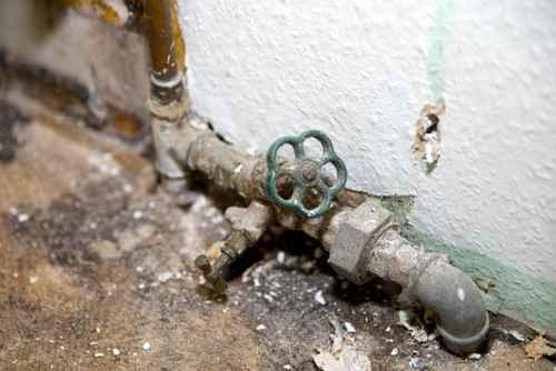 desolate Wasserinstallation