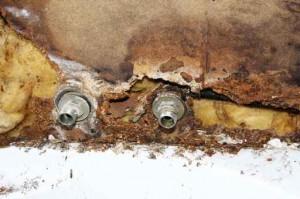 Schimmel an defekter Wasserleitung
